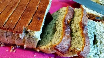 Cake au citron vert et pavot bleu