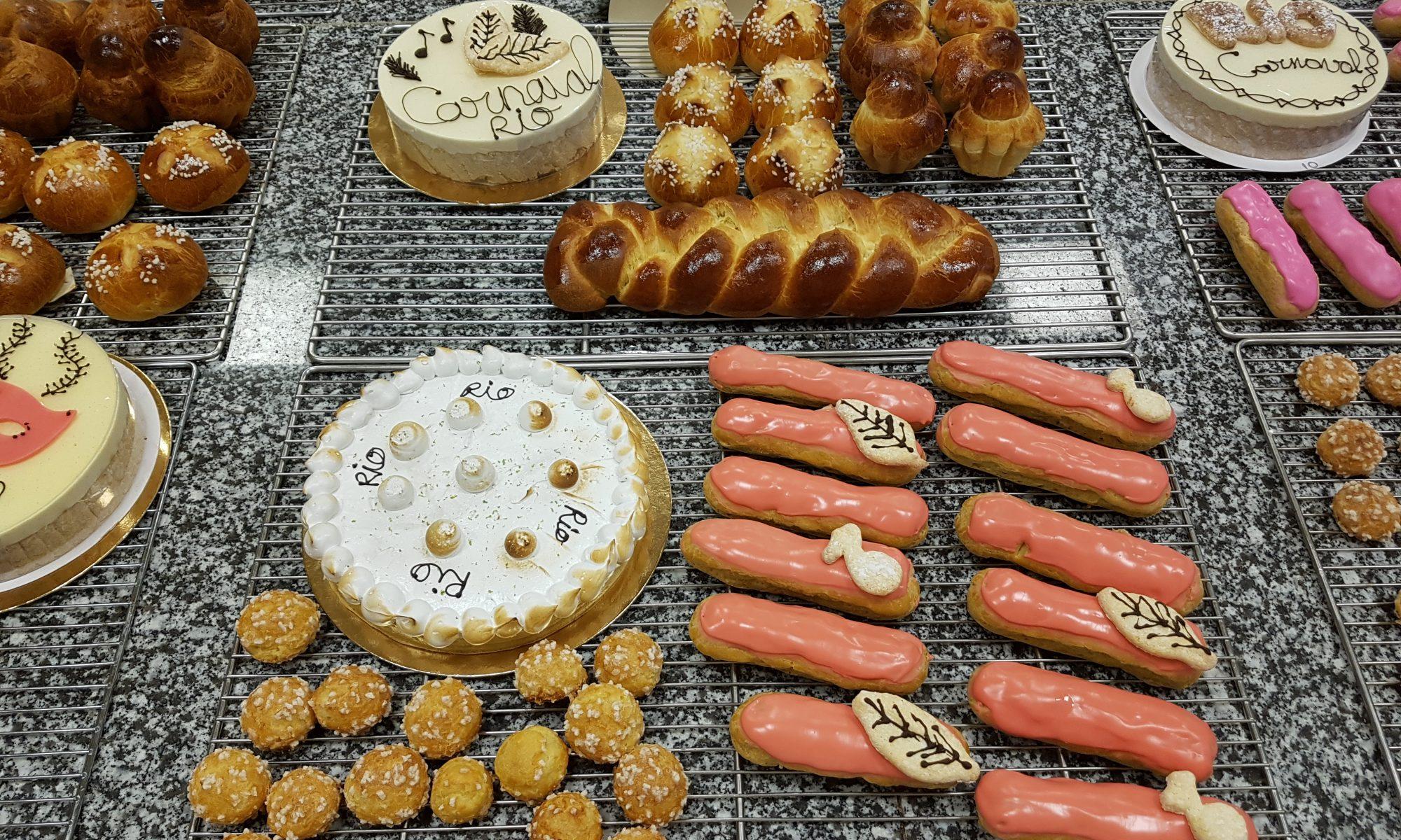 Production de la journée du CAP blanc : brioches, tarte citron meringuée, éclairs framboise, chouquettes, entremets vanille framboise.