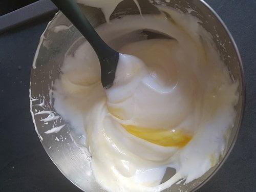 Biscuit cuillère - Ajouter les jaunes