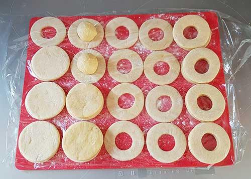 Apprêt de la pâte à beignet