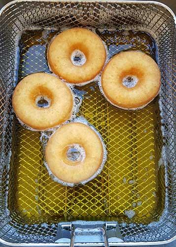 Cuisson de la pâte à beignet