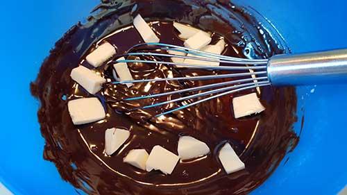 Ganache au chocolat - ajout du beurre