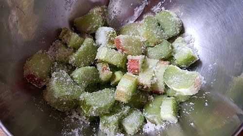 Rhubarbe marinée pour crème d'amande
