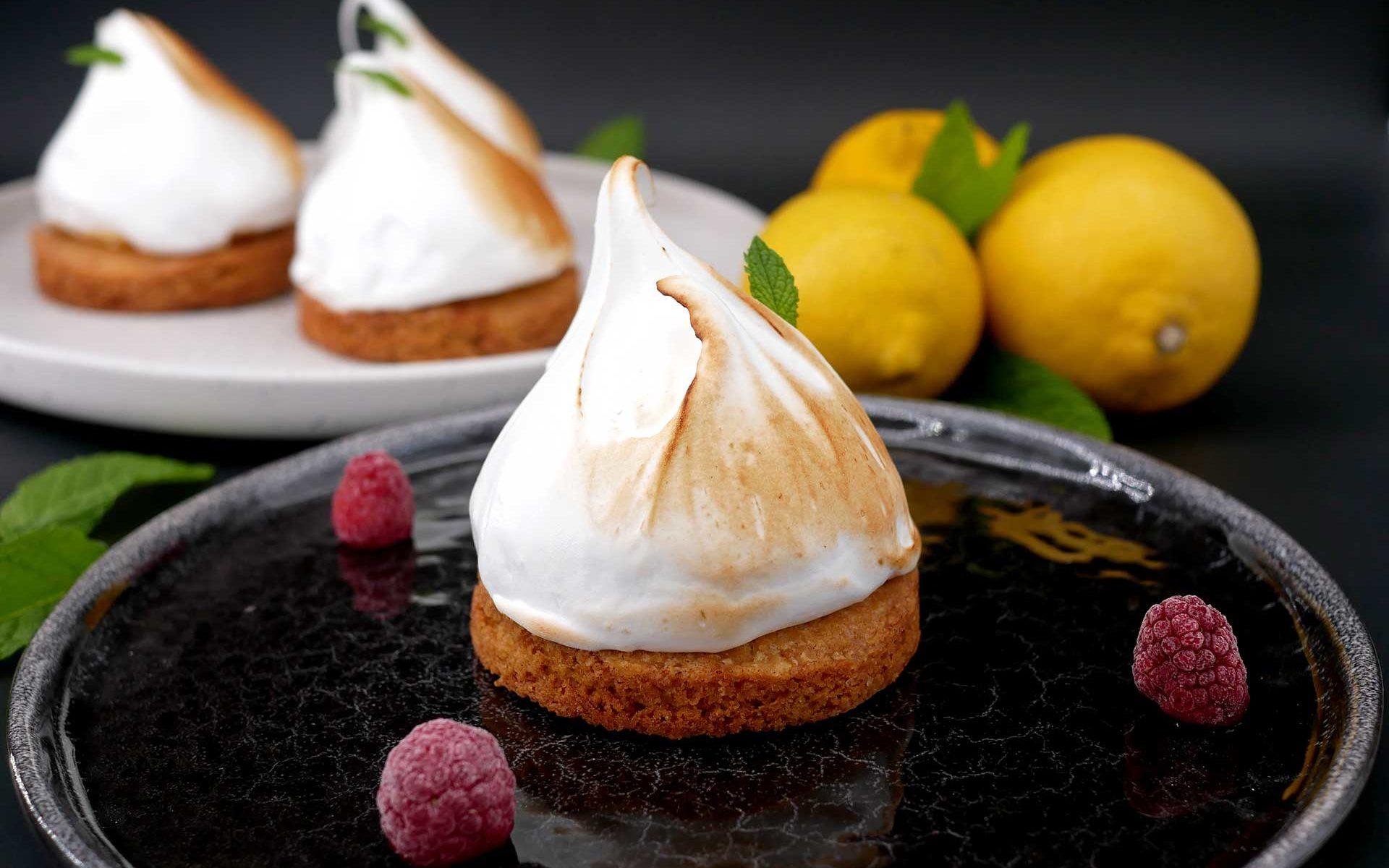 Tartelettes au citron meringuée et coeur coulant à la framboise
