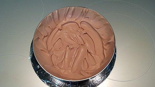 Montage du gâteau d'anniversaire - la base