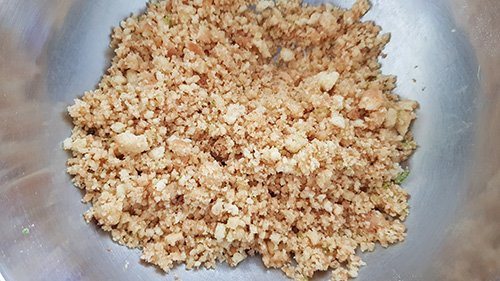 Biscuit reconstitué - écraser et ajouter le beurre