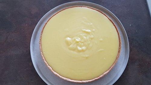 Montage tarte au citron - Couler la crème