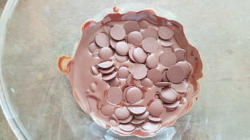 Chantilly au chocolat - pré-fondre le chocolat