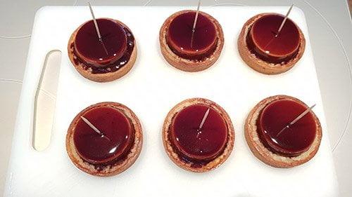 Montage tartelette poire chocolat - le crémeux au chocolat au lait