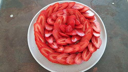 tarte aux fraises - mettre les fruits